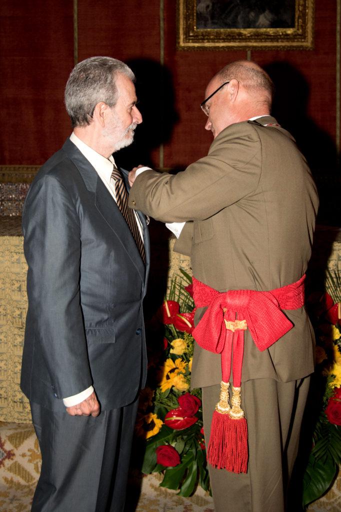 Entrega de medalla del Alcázar en su categoría de plata, al Excmo. Sr. D. Carlos Herranz Cano