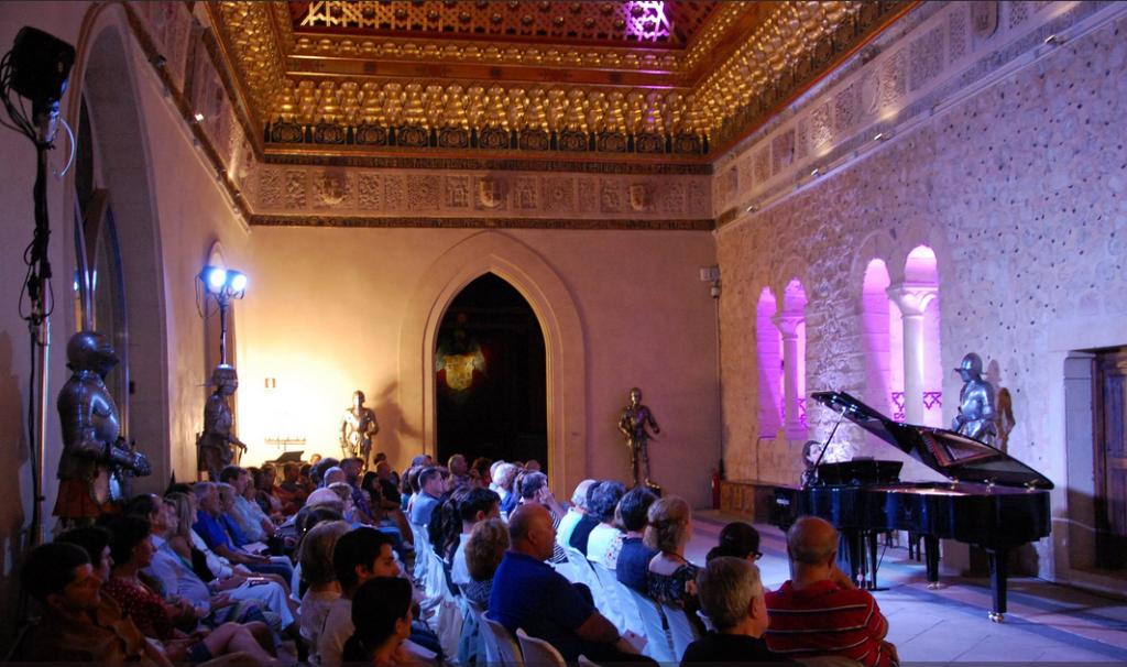 """Concierto """"Baladas y contrastes poéticos"""" de la pianista hispano-suiza Katia Michel en el Alcázar de Segovia"""