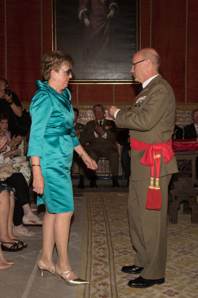 Entrega de medalla del Alcázar en su categoría de bronce, a Dª. Asunción García Huertas