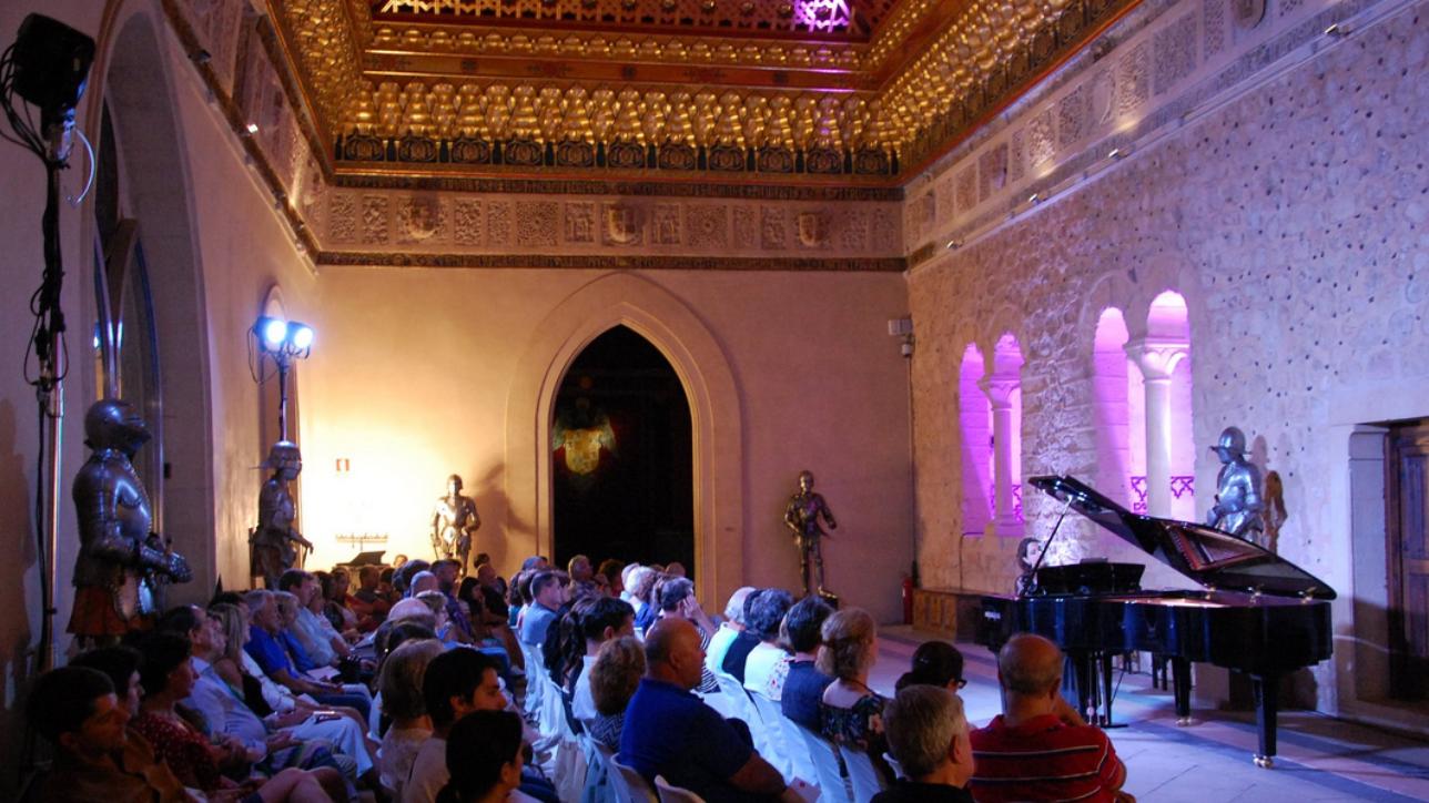 """Concierto """"Baladas y contrastes poéticos"""" de la pianista hispano-suiza Katia Michel en el Alcázar de Segovia. Vía: Fundación Don Juan de Borbón"""