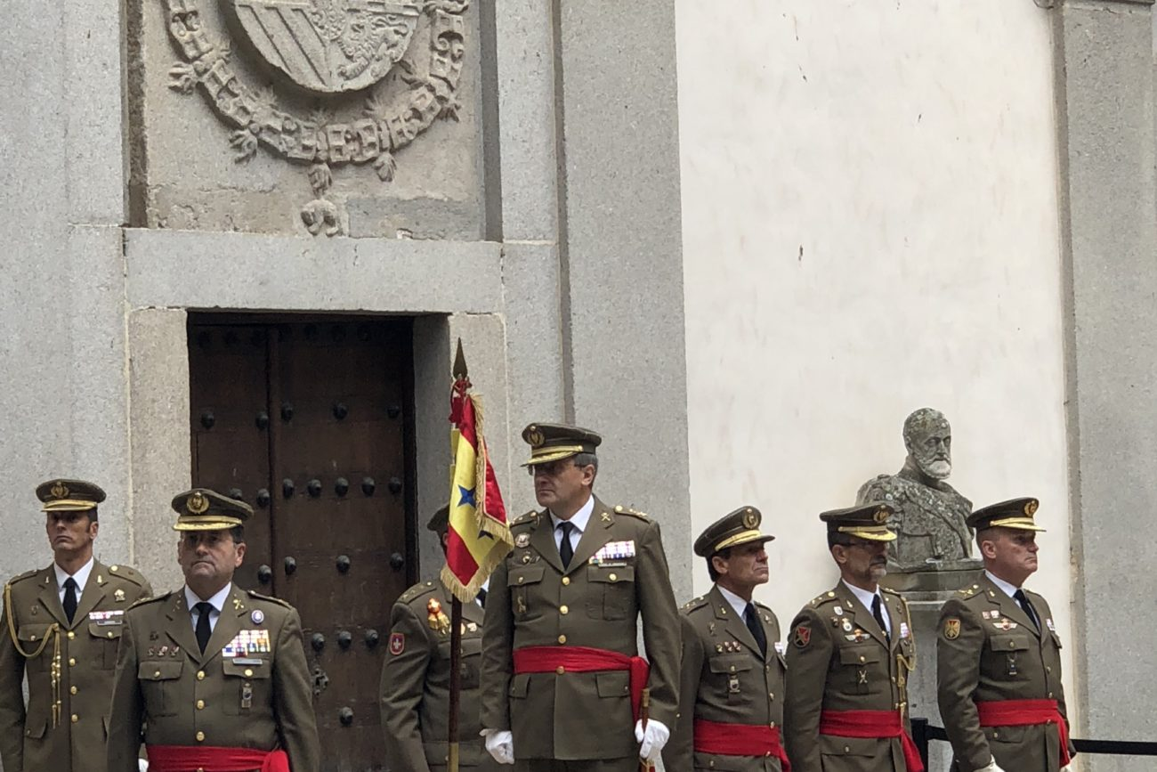 El Teniente General Jefe del Mando Apoyo Logístico del Ejército, Excmo. Sr. D. Ramón Pardo de Santayana y Gómez de Olea, ha presidido esta mañana el acto de inicio del curso 2018-2019 que ha tenido lugar en el Patio de Armas del Alcázar de Segovia.