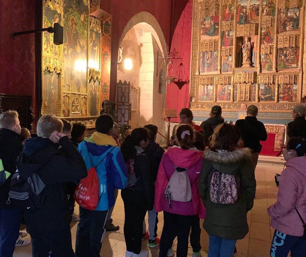 Alcazareando, una vez en el Alcázar, los grupos escolares comienzan su jornada realizando una visita guiada a la fortaleza.