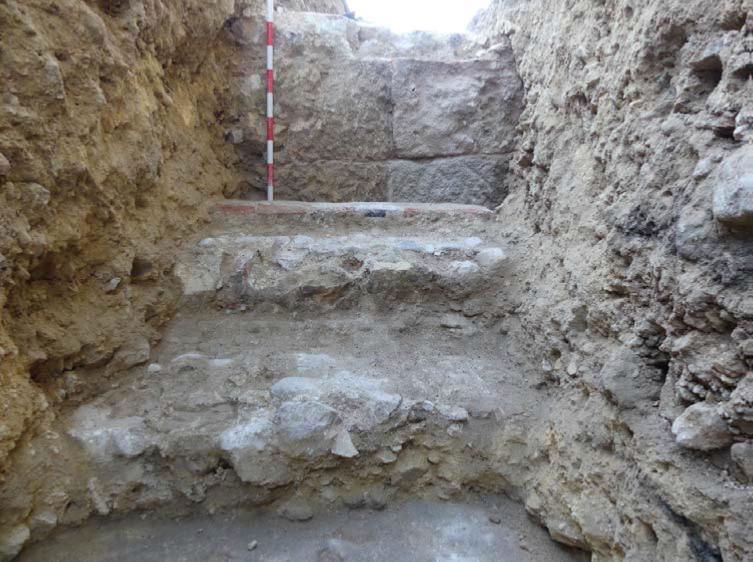 Cimentación, posiblemente perteneciente a la antigua catedral, hallada en la zanja