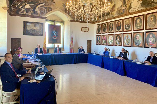 La reunión de la junta ordinaria del año 2020 del Patronato del Alcázar se ha llevado a cabo en la sala de Artillería del Alcázar.